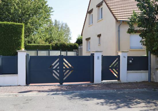 Des lisses en diagonale pour obtenir des formes géométriques qui habilleront votre portail et donneront un aspect élégant.