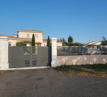 Portail coulissant semi-ajouré et clôture aluminium