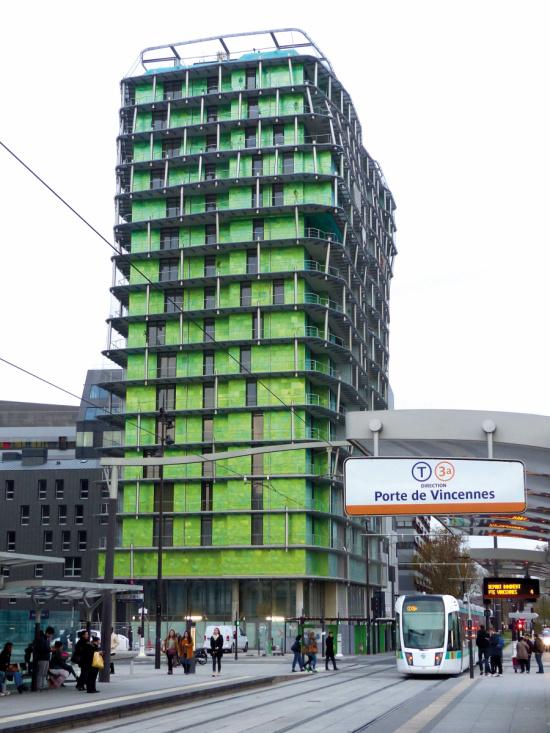Habillage de la Tour de la Biodiversité avec des persiennes coulissantes aluminium vert olive, PARIS 13. Maître d'ouvrage : PARIS HABITAT / Maître d'œuvre : O.A.L EDOUARD FRANCOIS, Paris 15